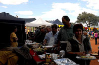 Guests having lunch at 2009 Hartebeestloop auction.